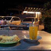Photo taken at Roti Panggang Palasari by Nielz Z. on 2/27/2013