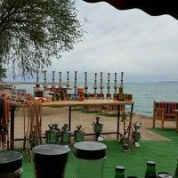Photo taken at Robin çay bahçesi edremit by 🖎👀👀VEYSEL 👀👀✍ .. on 5/7/2016