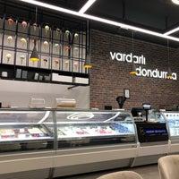 Foto tomada en Vardarlı Dondurma & Cafe por Setenay M. el 7/16/2018