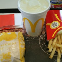 Photo taken at McDonald's by チョロ on 11/10/2016
