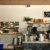 Foto tomada en Réveille Coffee Co. por Katie O. el 3/30/2018