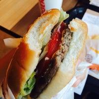 Photo taken at Burger King by 디디 바. on 10/9/2015