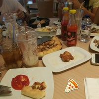 Photo taken at Pizza Hut by Sony Frey S. on 7/19/2018