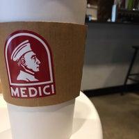 รูปภาพถ่ายที่ Caffé Medici โดย Jay H. เมื่อ 9/24/2017