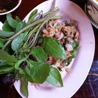 Photo taken at ร้านอาหาร ยำรสแซ่บ by Kwang R. on 3/14/2013