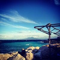 รูปภาพถ่ายที่ Marina Grande โดย Alessandro A. เมื่อ 12/9/2012