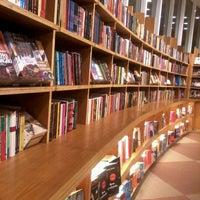 Foto tirada no(a) Livraria Cultura por May M. em 12/27/2012