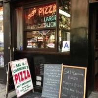 Foto scattata a Sal & Carmine's Pizza da Karla il 7/21/2013
