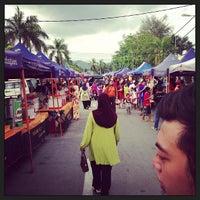 Photo taken at Pasar Malam Pekan Kg. Gajah by Abdul H. on 5/24/2013