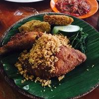Photo taken at Ayam Penyet Ria Sunway by Myra M. on 11/15/2015