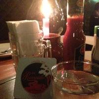 Foto tomada en Riverside Bar & Restaurant por Peerapong K. el 4/13/2013