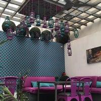 Foto scattata a Caracas Lebanese Cuisine & Cafe da Abeer N. il 8/29/2016