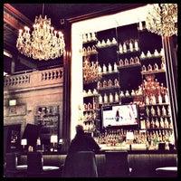 Foto tirada no(a) Bond Restaurant & Lounge por Adam M. em 2/20/2013