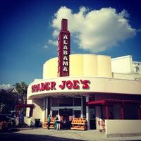 Снимок сделан в Trader Joe's пользователем Charlotte B. 9/22/2012