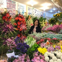 Photo taken at 曹家渡花市 Caojiadu Flower Market by Teng Khim T. on 4/21/2017