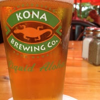 Photo taken at Kona Brewing Co. & Brewpub by はま on 6/22/2013