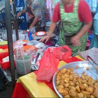 Photo taken at Pasar Malam Tmn Sri Sentosa by Chord •. on 7/4/2013