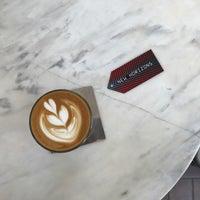 Foto tirada no(a) Kaizen Coffee Co. por Nares V. em 4/22/2017