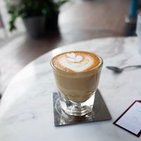 Foto tirada no(a) Kaizen Coffee Co. por Nares V. em 3/12/2017