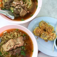 Photo taken at เจ๊ไฝ ก๋วยเตี๋ยวเป็ด by Nares V. on 5/21/2016