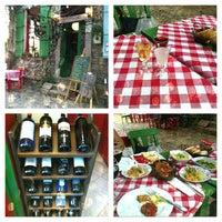 7/31/2013 tarihinde Neslihan T.ziyaretçi tarafından Vino Şarap Evi'de çekilen fotoğraf