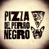 Foto tomada en Pizza del Perro Negro por Carlos Z. el 11/30/2012