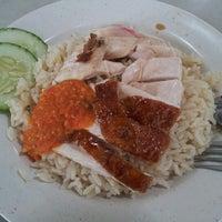 Photo taken at 628 Ang Mo Kio Market & Food Centre by Hu T. on 11/9/2012