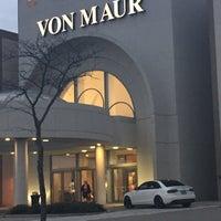 รูปภาพถ่ายที่ Von Maur โดย Susan E. เมื่อ 1/4/2015