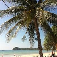 Photo taken at DR Lanta Bay Resort Koh Lanta by Sabrybetrix on 12/22/2013