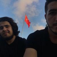 Das Foto wurde bei Aliya İzzet Begoviç Parkı von Muhammed Ö. am 7/14/2017 aufgenommen