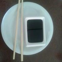 Foto tirada no(a) Sakae Sushi por Lara K. em 6/7/2013