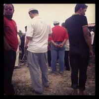 Photo taken at Tanah Perkuburan Islam Selayang Lama by Suhail T. on 1/19/2013