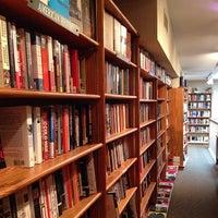 Foto tirada no(a) Bridge Street Books por Brad D. em 5/14/2014