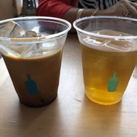 Foto tirada no(a) Blue Bottle Coffee por John C. em 7/29/2018