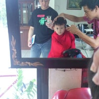 Photo taken at hikmah Barbershop & Refleksi by Arif P. on 11/9/2014