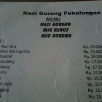 Photo taken at Nasi Goreng Babe Pekalongan by Murni Rosa on 8/26/2013