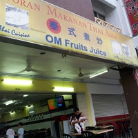 Photo taken at Restoran Makanan Thai Asli / Om Fruit Juice by faridatul zahara m. on 7/9/2013