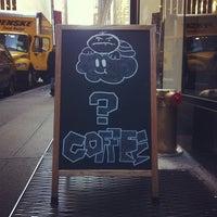 Foto tomada en Café Grumpy por Gene L. el 11/4/2013