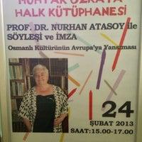 Photo taken at Kadıköy Belediyesi Muhtar Özkaya Halk Kütüphanesi by Tuna E. on 2/7/2013