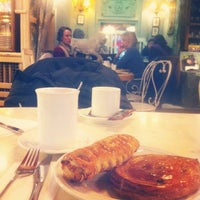 Photo taken at Chez Quartier by Sergio d. on 11/21/2013