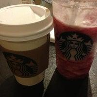 2/5/2013 tarihinde Ece P.ziyaretçi tarafından Starbucks'de çekilen fotoğraf