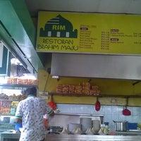 Photo taken at Restoran Ibrahim Maju (Desa Semenyih) by Aniq H. on 12/24/2015
