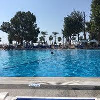 Foto scattata a Mirada Del Mar Resort da Zeynel A. il 8/7/2018