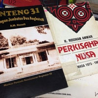 Photo taken at Bengkel Buku by Iman B. on 11/16/2013