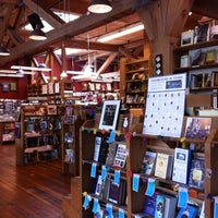Photo prise au Elliott Bay Book Company par Mackenzie C. le7/5/2013