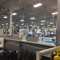 Photo taken at Best Buy by Carlos G. on 2/16/2016