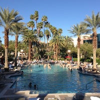 Foto scattata a MGM Grand Pool da Michael S. il 3/22/2013