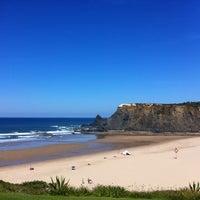 Foto tirada no(a) Praia de Odeceixe por Patricia A. em 10/4/2012