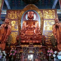 Photo taken at Baotong Temple by Petcharat C. on 10/10/2015