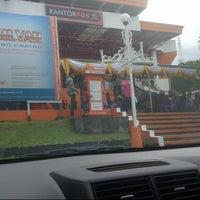 Photo taken at Kantor Pos Balikpapan (Pusat) by Sri Susanto on 7/2/2013
